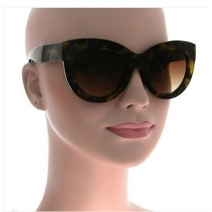 Accessories - THICK CAT EYE BROWN TORTOISE SUNGLASSES NEW